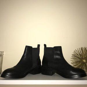 Steve Madden Shrill Leather Chelsea Boot